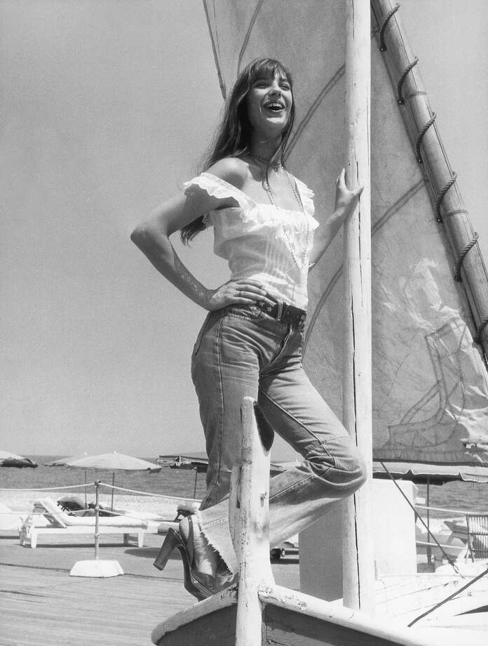 English actress Jane Birkin enjoys a sun-soaked holiday on the Cote d'Azur, 16th July 1973. Photo: Keystone, Getty Images / 2004 Getty Images