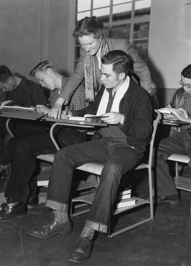 Teacher Alison Falconer supervises a class of boys in the new American-style co-educational school in Bushey Park, Twickenham, Middlesex in 1952. Photo: Ron Case, Getty Images / Hulton Archive