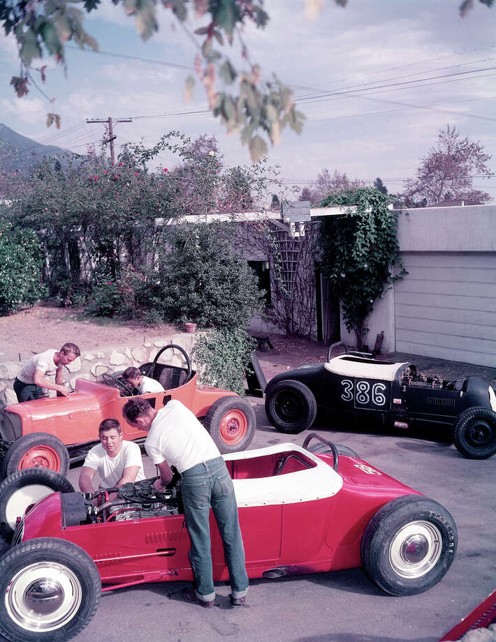 Teenage boys working on a trio of hot rod cars in 1950. Photo: Loomis Dean, Time & Life Pictures/Getty Image / Time Life Pictures