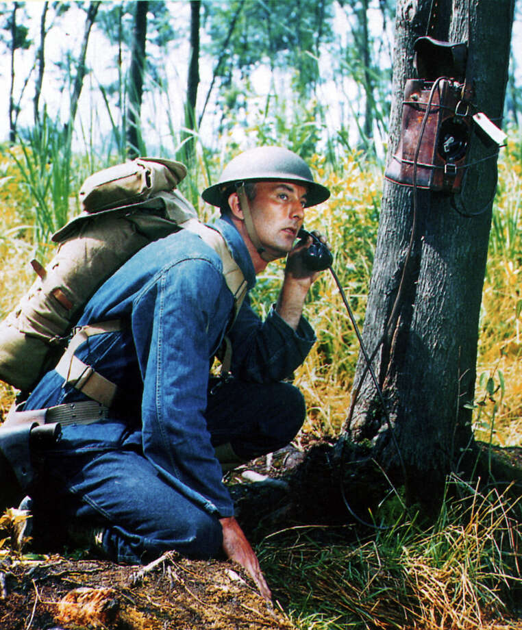 A United States Army soldier wearing blue denim fatigues, circa 1940. He is carrying an M-1928 Infantry haversack and using an EE-8 field telephone. Photo: Galerie Bilderwelt, Getty Images / 2009 Getty Images