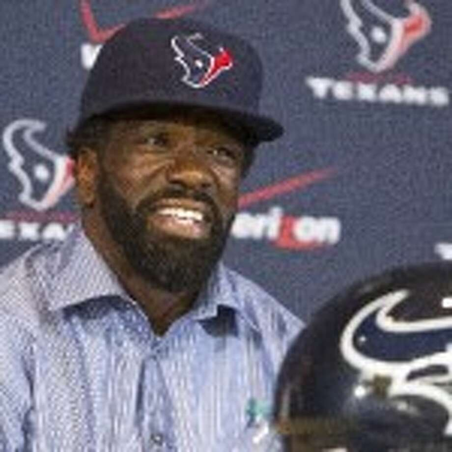 Texans free safety Ed Reed said he hopes to be ready for the start of training camp after undergoing hip surgery last week. ( Nick de la Torre/Chronicle )