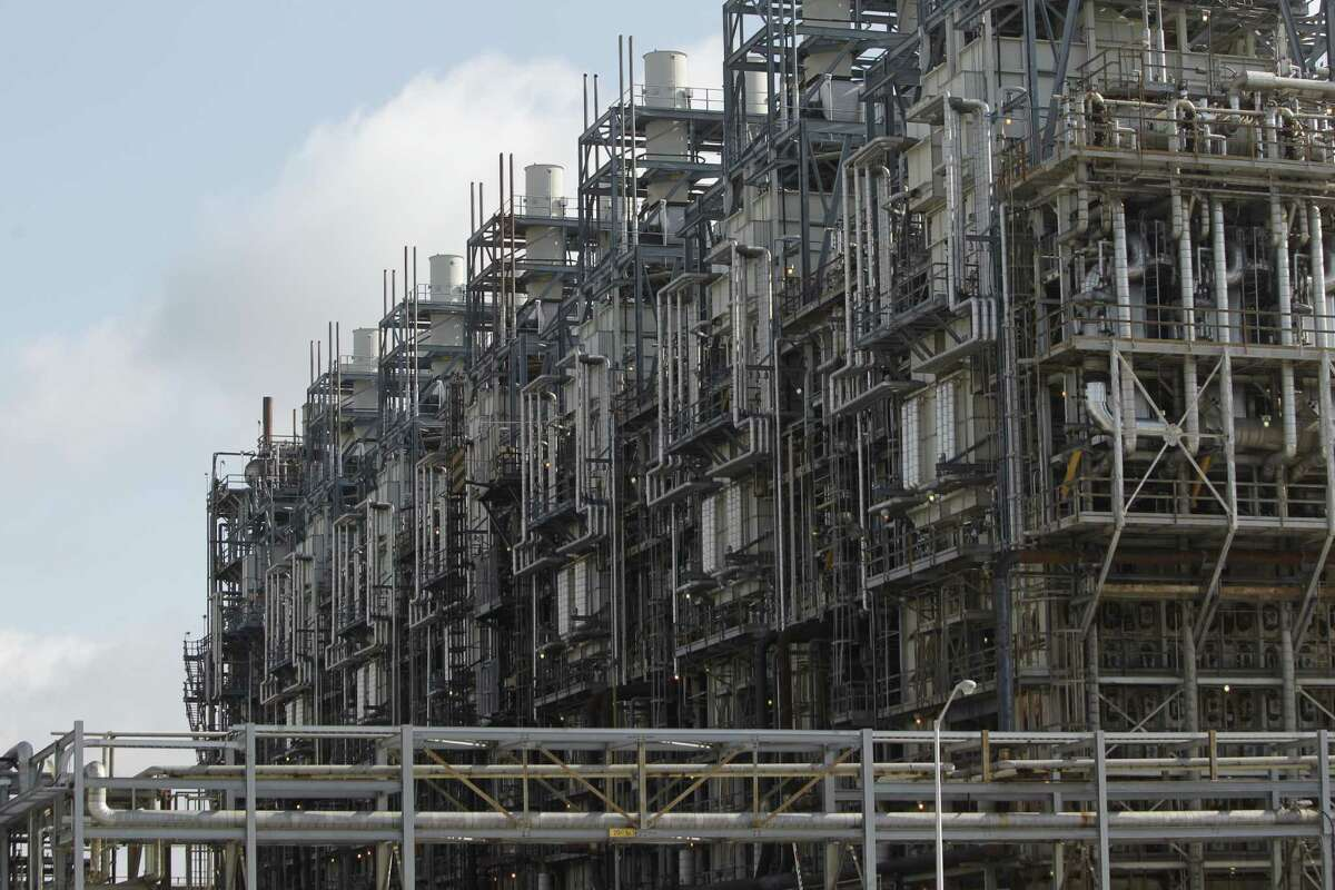 A resurgent petrochemical industry is contributing to Houston-area job growth. Melissa Phillip / Houston Chronicle )