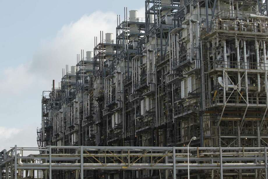 A resurgent petrochemical industry is contributing to Houston-area job growth. Melissa Phillip / Houston Chronicle ) Photo: Melissa Phillip, Staff / © 2012 Houston Chronicle