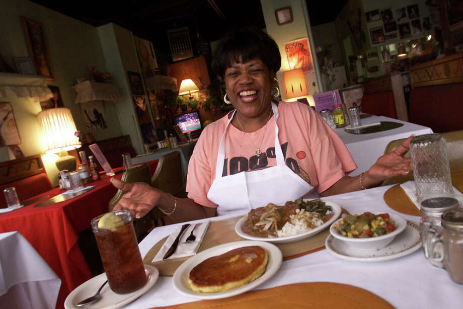Seattle once had Ms. Helen's Soul Food in the Central District, where Helen Coleman, pictured, served her famous pork chops, corn cakes, oxtails and collard greens. She moved to Deano's Cafe & Lounge after the Nisqually earthquake damaged her building, but that closed too. Photo: MIKE URBAN, SEATTLE POST-INTELLIGENCER / Seattle Post-Intelligencer