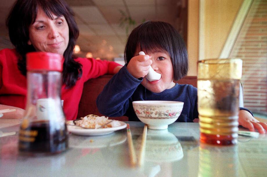Doong Kong Lau Hakka  Cuisine on Aurora Avenue North served filling hot-pot casseroles and delicious sizzling platters. It closed in 2007. Photo: RENEE C. BYER, SEATTLE POST INTELLIGENCER / Seattle Post-Intelligencer