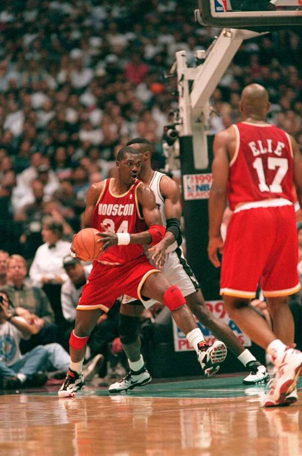 The Rockets knocked the Spurs out in six games in the 1995 Western Conference finals. Hakeem Olajuwon was a monster against David Robinson, averaging 33 points, 10 boards and nearly 3 blocks per game. Photo: Howard Castleberry, Chronicle