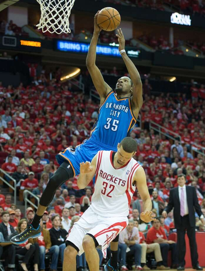 Kevin Durant dunks over Rockets shooting guard Francisco Garcia. Photo: Smiley N. Pool, Houston Chronicle