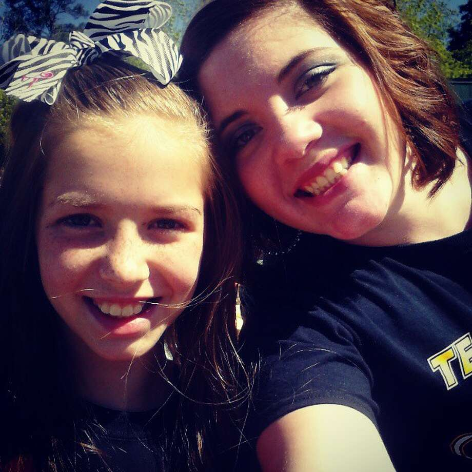 Twitter user Cmb_xoxolove:  At the Parade in Woodville Waiting To See Kree ! #TeamKree #Taylor #Family taylornb02 Photo: Twitter