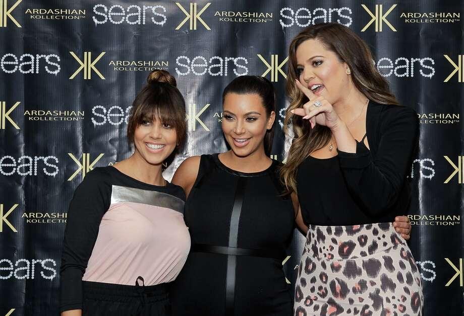 (L-R) Kourtney Kardashian, Kim Kardashian and Khloe Kardashian Odom