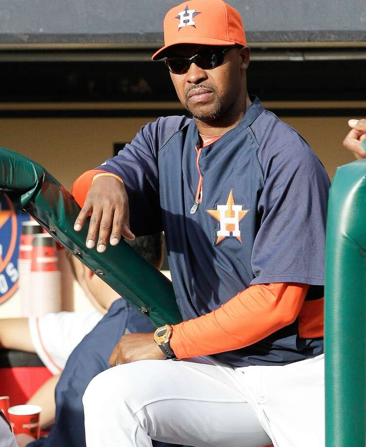 Astros manager Bo Porter watches his team play the Tigers.