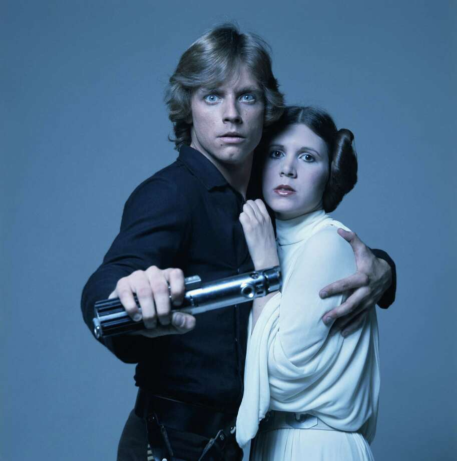American actors Mark Hamill and Carrie Fisher in costume as brother and sister Luke Skywalker and Princess Leia in George Lucas' Star Wars trilogy, 1977. Photo: Terry O'Neill, Getty / 2007 Getty Images