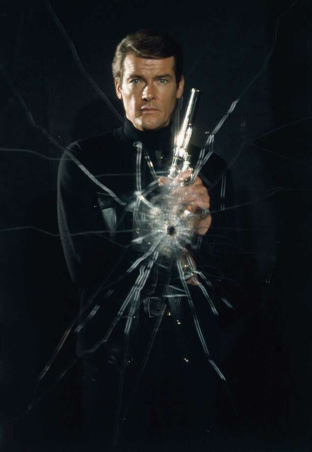 English actor Roger Moore poses as superspy James Bond for film 'Live and Let Die', directed by Guy Hamilton, 1973. Photo: Terry O'Neill, Getty / 2005 Getty Images