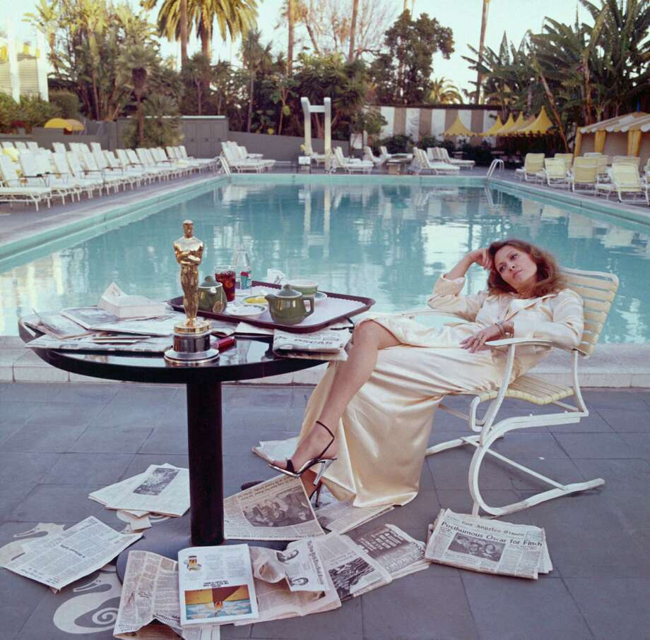 American actress Faye Dunaway takes breakfast by the pool with the day's newspapers at the Beverley Hills Hotel, 29th March 1977. She seems less than elated with her success at the previous night's Academy Awards ceremony, where she won the 1976 Oscar for Best Actress in a Leading Role for 'Network'. Photo: Terry O'Neill, Getty / 2005 Getty Images