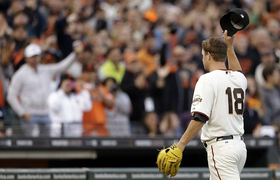 Matt Cain acknowledges the applause as he leaves the game in the eighth inning. Photo: Ben Margot, Associated Press