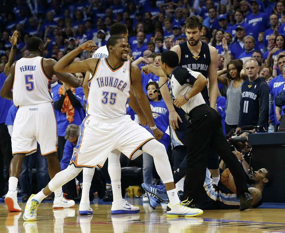Thunder forward Kevin Durant (35) exults after the Grizzlies' Mike Conley (bottom right) was called out of bounds moments after Durant hit the go-ahead jumper in the final seconds. Photo: Sue Ogrocki / Associated Press