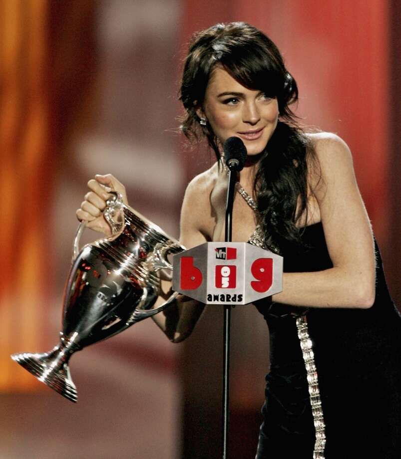 "Lindsay Lohan accepts her award for Big ""It"" Girl onstage at the VH1 Big In '05 Awards held at Stage 15 on the Sony lot on Dec. 3, 2005 in Culver City, Calif."