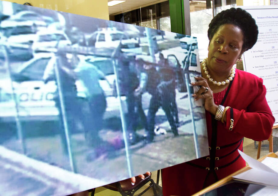 Sheila Jackson Lee shows a vid capture of the Chad Holley video as she talks about her efforts to have the authorities made accountable by the public on Feb. 14, 2011, in Houston. Photo: Nick De La Torre, Houston Chronicle / Houston Chronicle