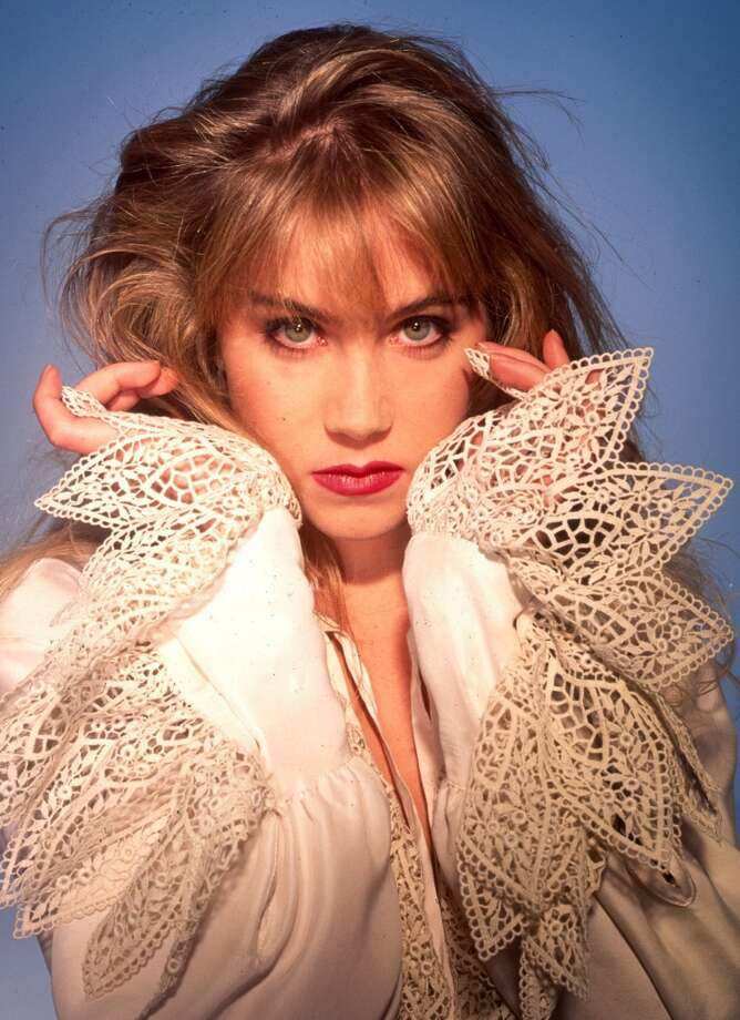 Taking puffy sleeves to the max. Christina Applegate, Los Angeles, 1993.