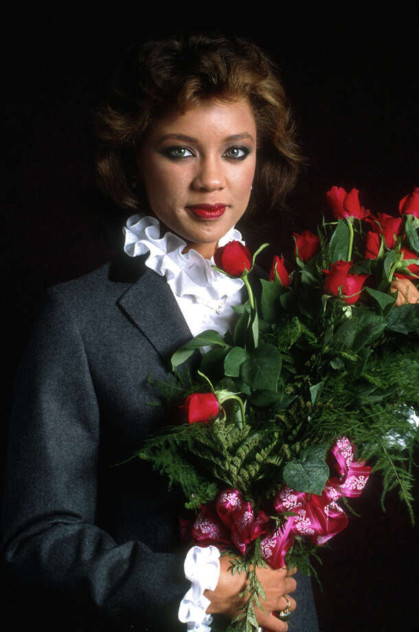 So ... '80s? '70s? It's Vanessa Williams, with ruffles and roses.