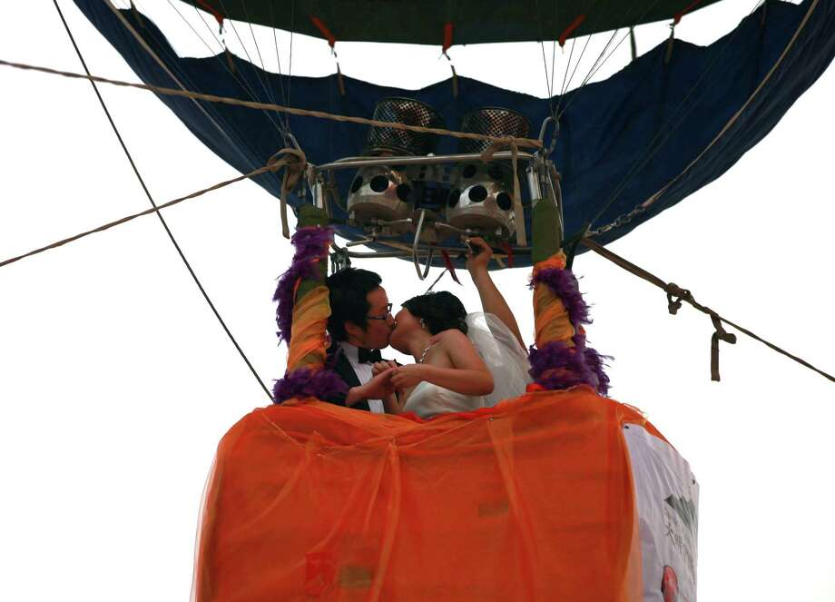 A hot air balloon seems like a unique wedding venue. Photo: China Photos, Getty Images / 2011 China Photos