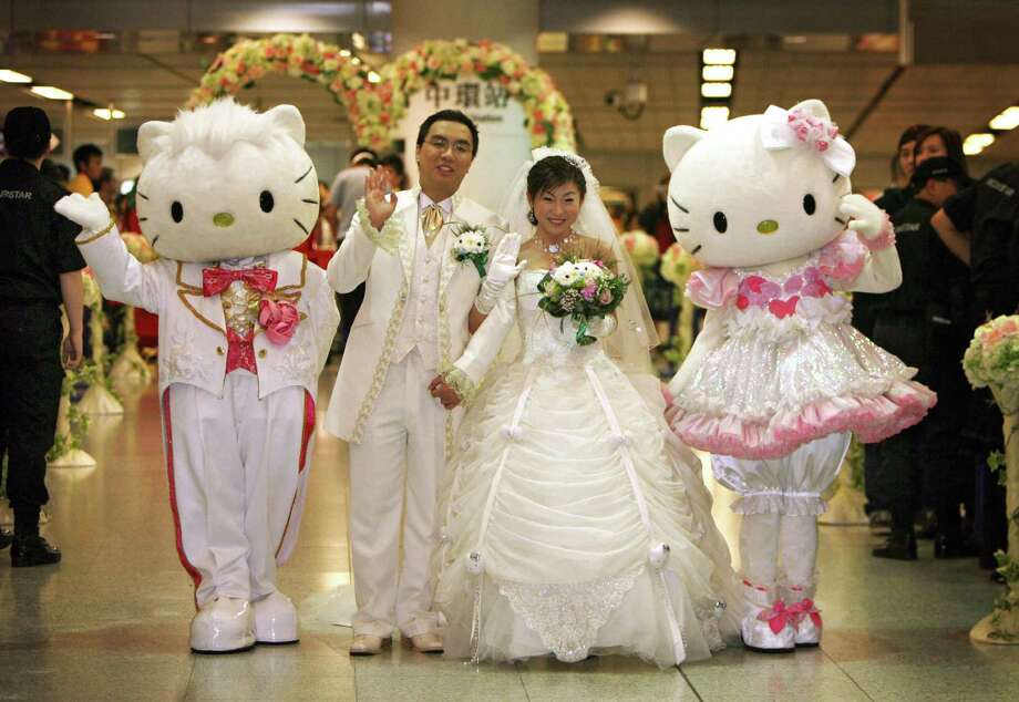 "Jamie Ng and Horlick Ng won this ""Hello Kitty Dream Wedding"" at Hong Kong's Mass Transit Railway on February 14, 2007. Photo: MIKE CLARKE, AFP/Getty Images / 2007 AFP"