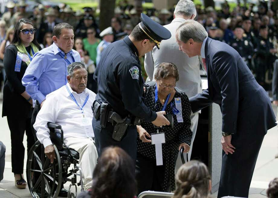 Austin Police Chief Art Acevedo and Lt. Gov. David Dewhurst present Juan and Zoila Padron and other members of their family with a medal of honor for the late Jaime Padron, an Austin police office who died in the line of duty, during the Texas Peace Officers Memorial Service in Austin. Photo: Ricardo Brazziell / Statesman.com