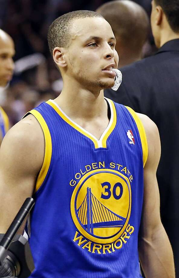 Stephen Curry leaves the floor Monday with 44 points - and a bad taste in his mouth. Photo: Edward A. Ornelas, San Antonio Express-News