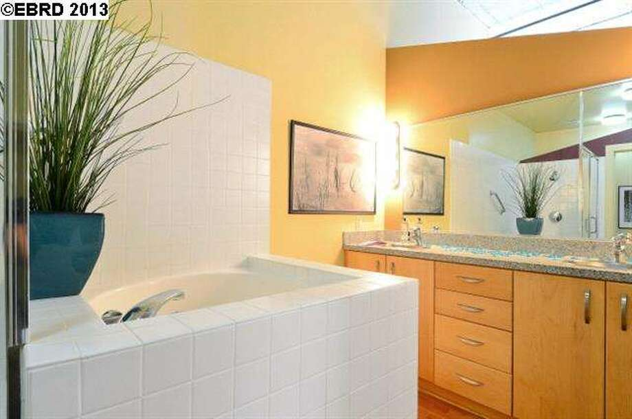 Spacious bath. Photo via JULIA BIVINS, MCGUIRE REAL ESTATE/Redfin