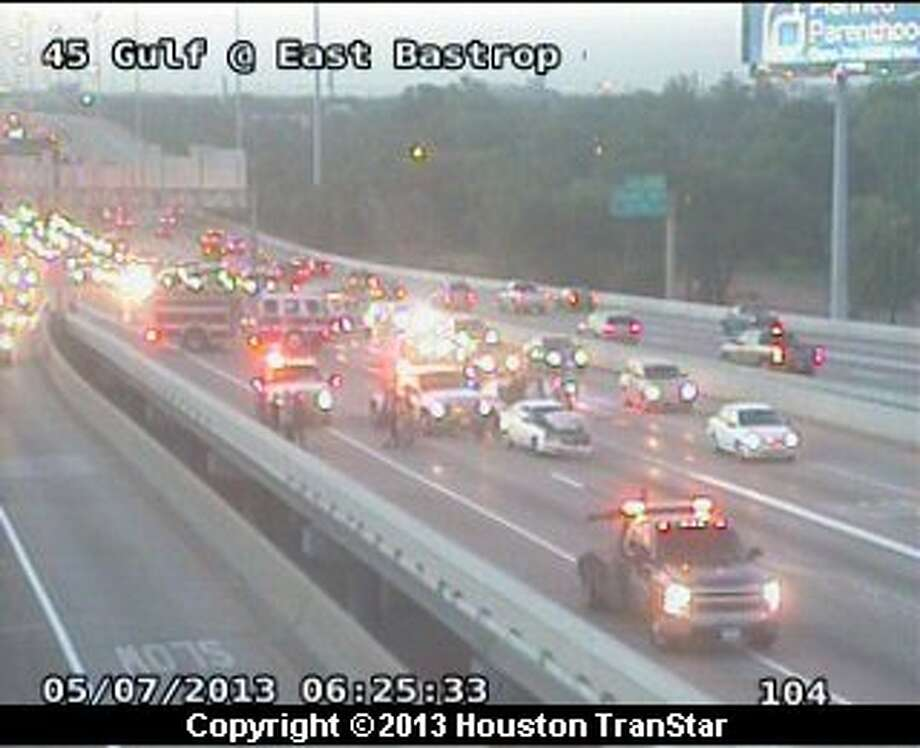 A 4-car pileup clogged the Gulf Freeway near downtown early Tuesday morning Photo: Houston Transtar
