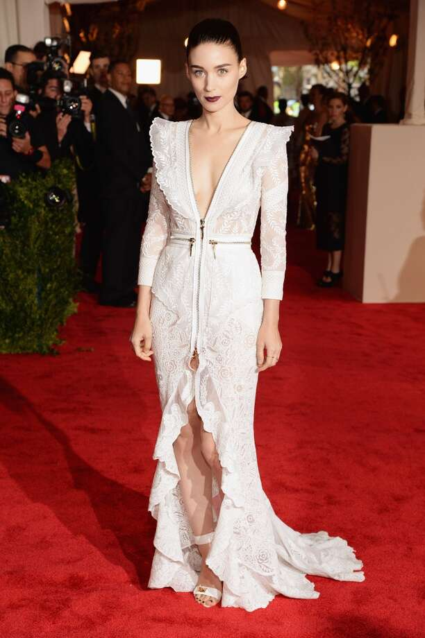 Good: Rooney Mara. A beautiful white lace dress with a punk touch, thanks to the zippers. Edgy but elegant.