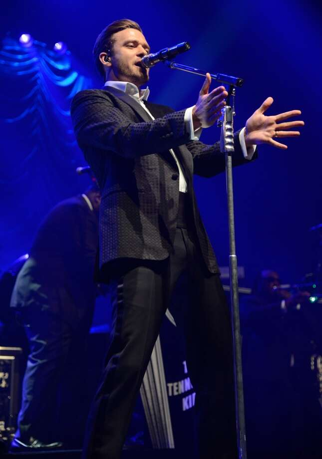 NEW YORK, NY - MAY 05:  Musician Justin Timberlake performs during MasterCard Priceless Premieres Presents Justin Timberlake at Roseland Ballroom on May 5, 2013 in New York City.  (Photo by Kevin Mazur/WireImage)