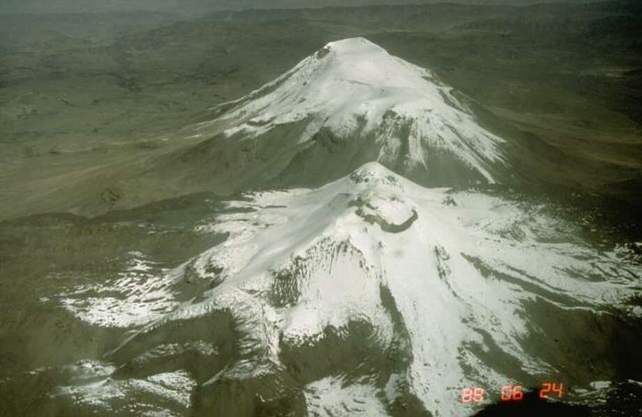 Sabancaya (Perú) - Report for 3 April-9 April: On 4 April Instituto Geofísico de Perú (IGP) reported that volcano-tectonic (VT) earthquakes at Sabancaya dominated the seismic signals although long-period (LP) events continued to be detected. Photo by Norm Banks, 1988 (U.S. Geological Survey). Photo: Multiple