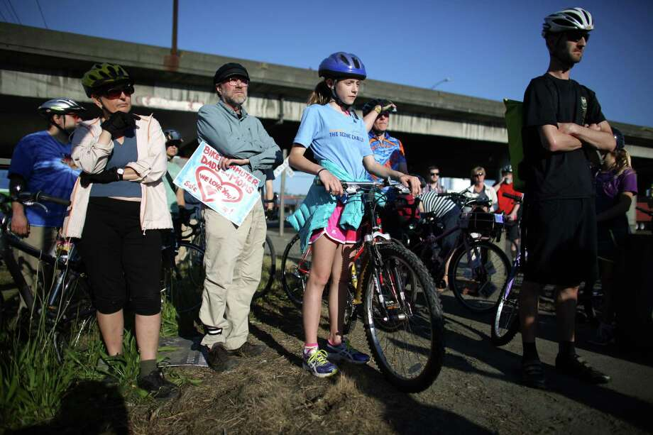 Cyclists gather around a memorial during a bike ride in honor of Lance David, a cyclist killed in an accident with a semi-truck. Photo: JOSHUA TRUJILLO, SEATTLEPI.COM / SEATTLEPI.COM