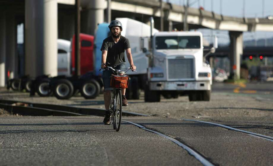 A cyclist rides during a memorial bike ride for Lance David. Photo: JOSHUA TRUJILLO, SEATTLEPI.COM / SEATTLEPI.COM