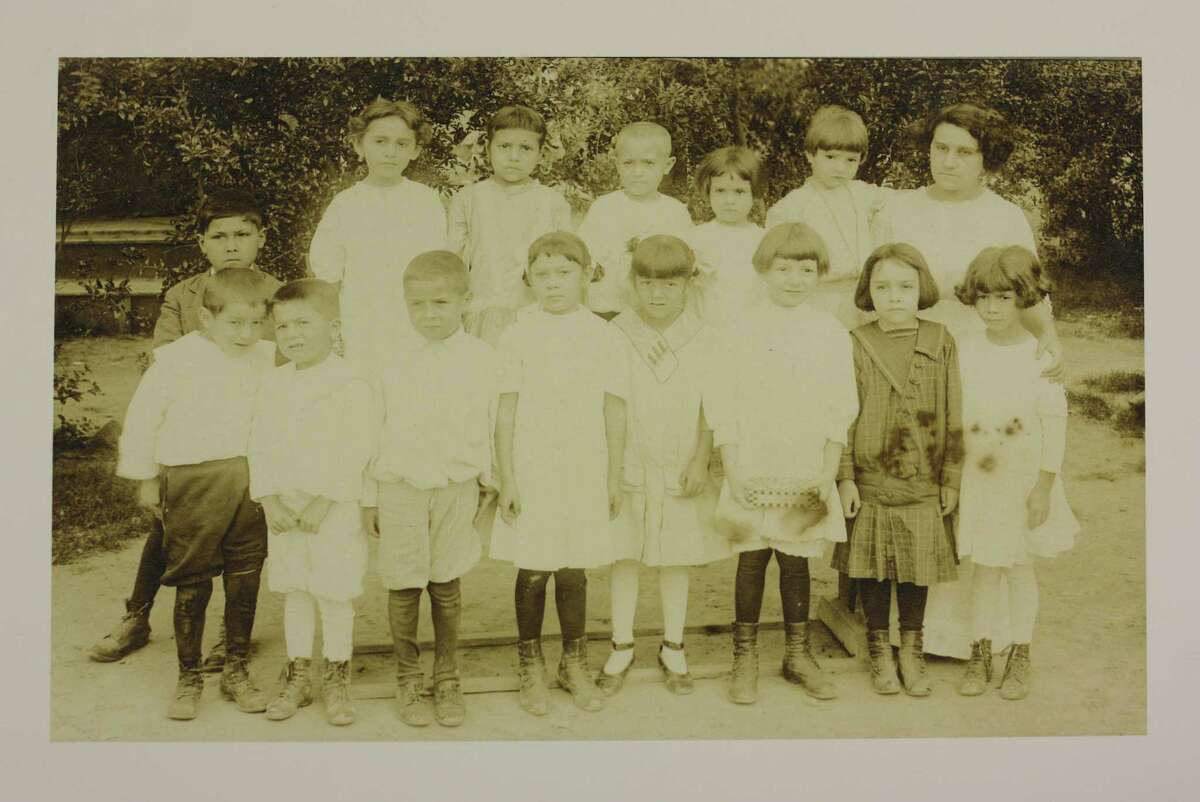 Leonor Villegas de Magnón's kindergarten class from 1913. Aside from being an educator, Villegas de Magnón was a suffragist.