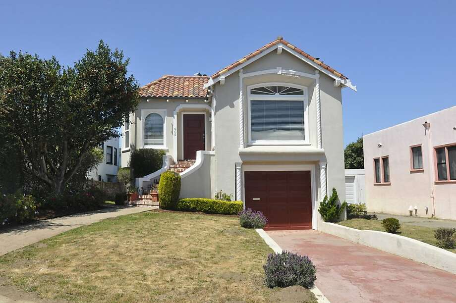 665 Victoria St., $898,000 Photo: Jerry Stynes