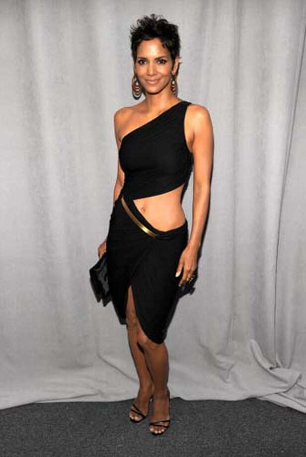 Halle Berry would like you to know she is the owner of a belly button. Photo: Kevin Mazur, WireImage / 2011 Kevin Mazur
