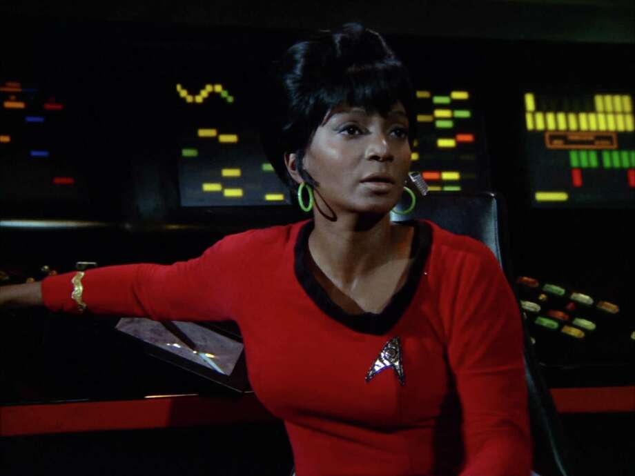 The original Uhura, played by Nichelle Nichols, had her own bit of romance with a shipmate in the original TV show. Photo: CBS Photo Archive, CBS Via Getty Images / 1966 CBS Photo Archive