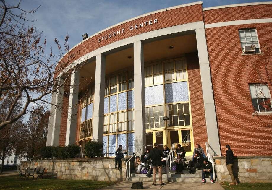 University of Bridgeport: 135 students default in 2009.