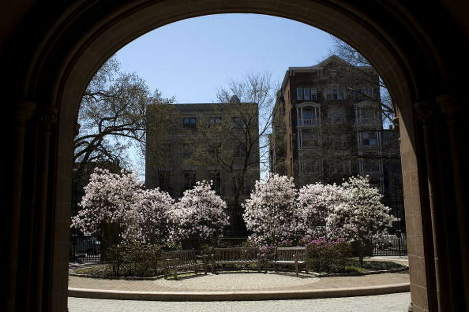 Yale University: 23 students default in 2009. Photo: Christopher Capozziello, Getty Images / 2008 Getty Images
