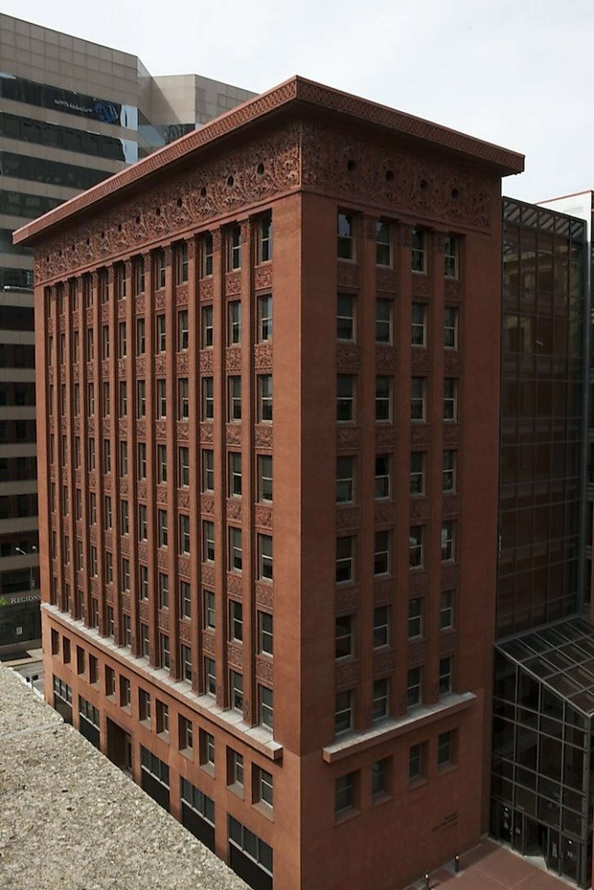 Louis Sullivan?•s Wainwright Building was not the first skyscraper, but it gave the modern, steel-frame skyscraper its form. Historian Tim Samuelson said it ?'taught the skyscraper to soar.?