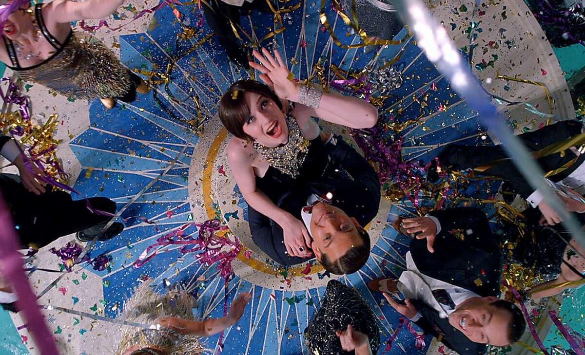 Elizabeth Debicki como Jordan Baker y Tobey Maguire como Nick Carraway en una escena de
