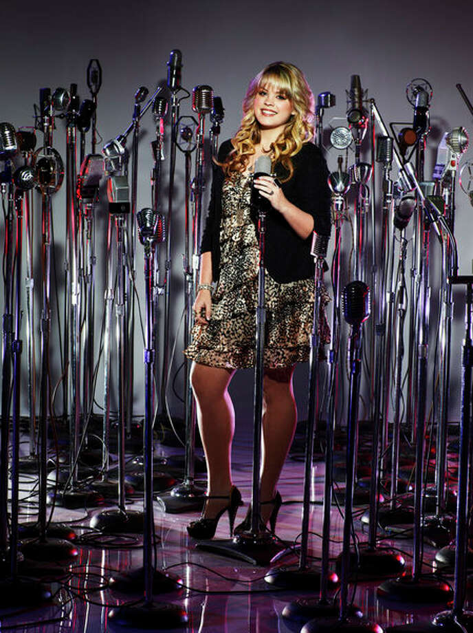 THE VOICE -- Season: 4 -- Pictured: Holly Tucker -- Photo: NBC, Chris Haston/NBC / 2013 NBCUniversal Media LLC