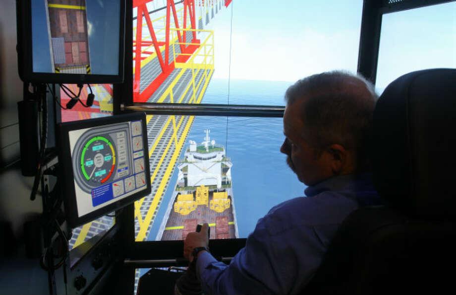 Karl Shearer using the Electronic KraneSim-6000 simulation unit at Diamond Offshore Drilling.