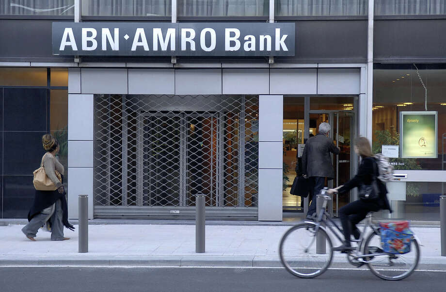 ABN Amro Bank, Antwerp, Belgium (2007)A mystery man spent months ingratiating himself with bank staff with gifts and charming small talk in order to gain access to a VIP vault. Because of this, he was able to bypass security and strong arm his way into five security deposit boxes, taking $28 million in uncut diamonds. Photo: AFP, AFP/Getty Images / 2007 AFP