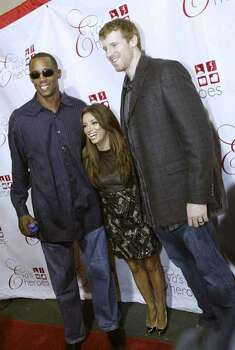 TRENDS; TRENDS EVAS HEROES JMS; 09/12/09; Sean Elliot, Eva Longoria Parker and Matt Bonner on the red carpet at the Tony and Eva Parker Celebrity Casino Night at Pedrotti's North Wind Ranch in Helotes, September 12, 2009.  ( Photo J. Michael Short / SPECIAL ) Photo: J. MICHAEL SHORT, SPECIAL TO THE EXPRESS-NEWS/210S / COPYRIGHT 2009 J. MICHAEL SHORT