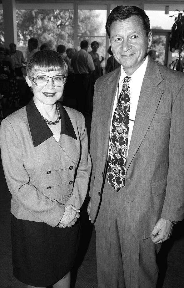 Mary Denman and David Furlong, a member of Mind Science Foundation, at McAllister Auditorium, June 6, 1998. Photo: RODOLFO B. ORNELAS, EXPRESS-NEWS FILE PHOTO / SAN ANTONIO EXPRESS-NEWS