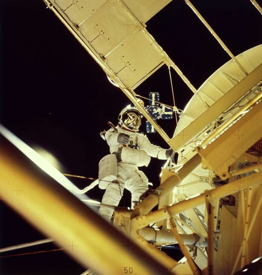 The second crewed Skylab mission lasted 59 days, from July 28 to Sept. 25, 1973. During the mission, astronauts carried maintenance, including installation of a twinpole solar shield. Here, astronaut and scientist Owen Garriott carries out a record seven-hour spacewalk. Photo: MPI, Getty Images / Archive Photos