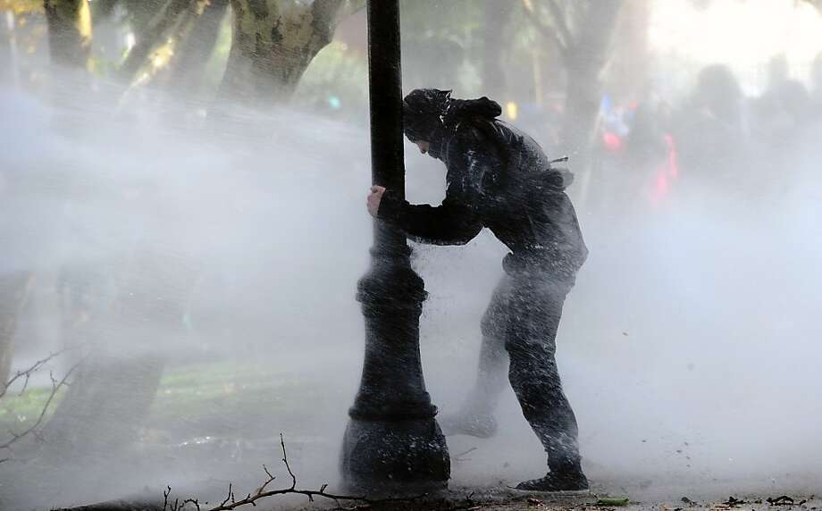 Students clash with riot police during a protest to demand Chilean President Sebastian Pinera's government to improve the public education quality, in Santiago, on May 08,2013. Photo: Martin Bernetti, AFP/Getty Images