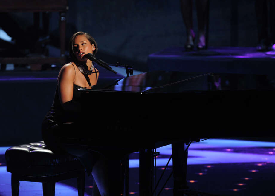 AMERICAN IDOL: Alicia Keyes performs on AMERICAN IDOL Thursday May 9 (8:00-9:00 PM ET/PT) on FOX. CR: Michael Becker / FOX. Copyright: FOX.